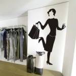 Naklejka na ścianę Kobieta z torebką M12