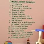 Welurowa naklejka dekoracyjna tekst Domowe zasady dziecięce W21