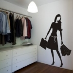 Naklejka welurowa na ścianę Kobieta z torebkami W5