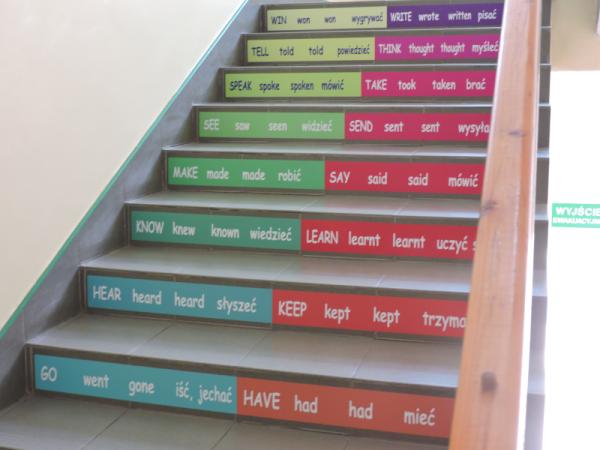 Naklejki szkolne na schody, język angielski i polski